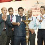 नई दिल्ली में 16 मई 2016 को राजमार्ग क्षेत्र के हितधारकों का सम्मेलन, सड़क परिवहन एवं राजमार्ग मंत्रालय की सूचना प्रौद्योगिक (आईटी) पहल का प्रवर्त्तन एवं सूचना प्रौद्योगिकी कार्यदल रिपोर्ट का विमोचन।